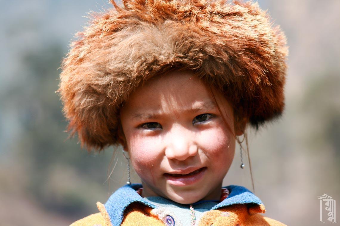 Kind mit warmer Wintermütze