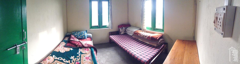 Eines von drei ähnlichen Zimmern im Gästehaus Jhamtse Gatsal.