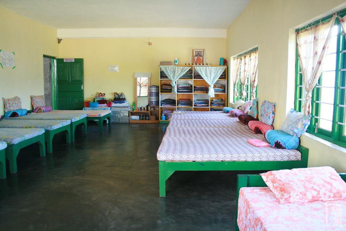 Ein sauberes und geräumiges Zimmer in einem Familienhaus im Jhamtse Gatsal.