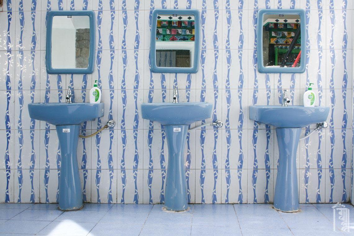 Handwaschbecken außerhalb des Badehauses.
