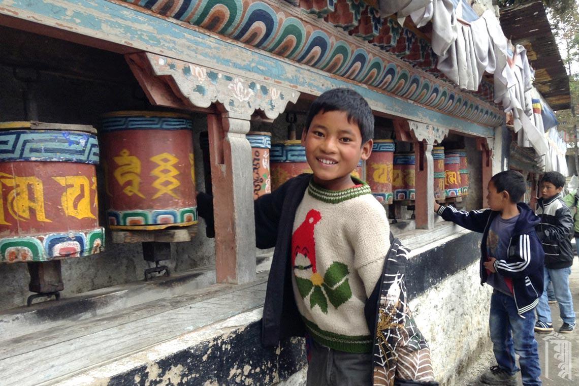Es ist eine seltene Gelegenheit, Ausflüge, wie diesen zum Kloster Tawang, zu unternehmen, um mehr über die Geschichte und Kultur unserer eigenen Region zu erfahren.