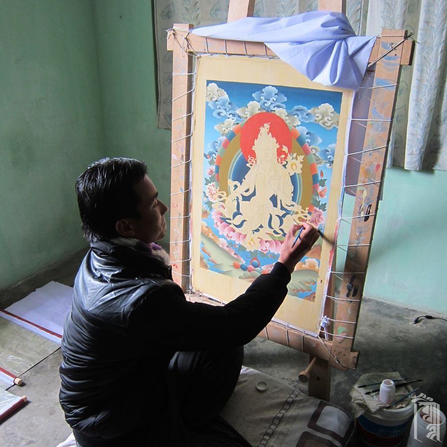 Unser derzeitiger Kunstlehrer ist ein sehr talentierter Thangka-Maler aus Bhutan.