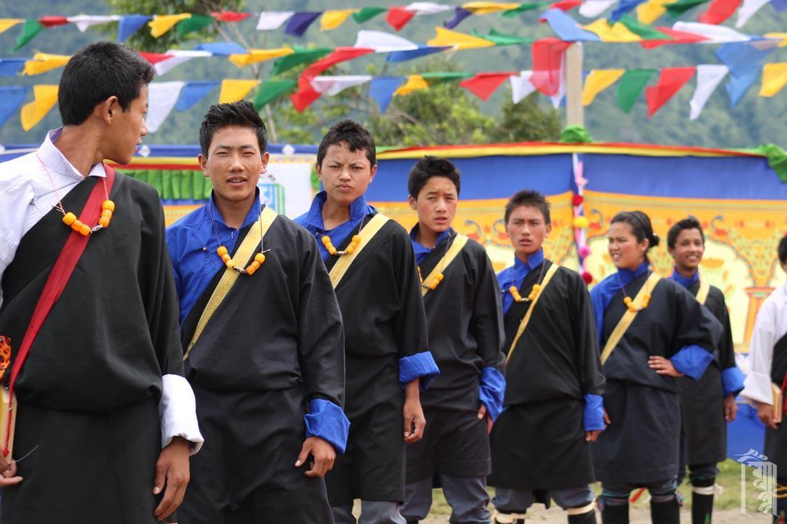 Junge Männer im Jhamtse Gatsal nehmen ihr Tanzen sehr ernst. Sie sind auch sehr gut.