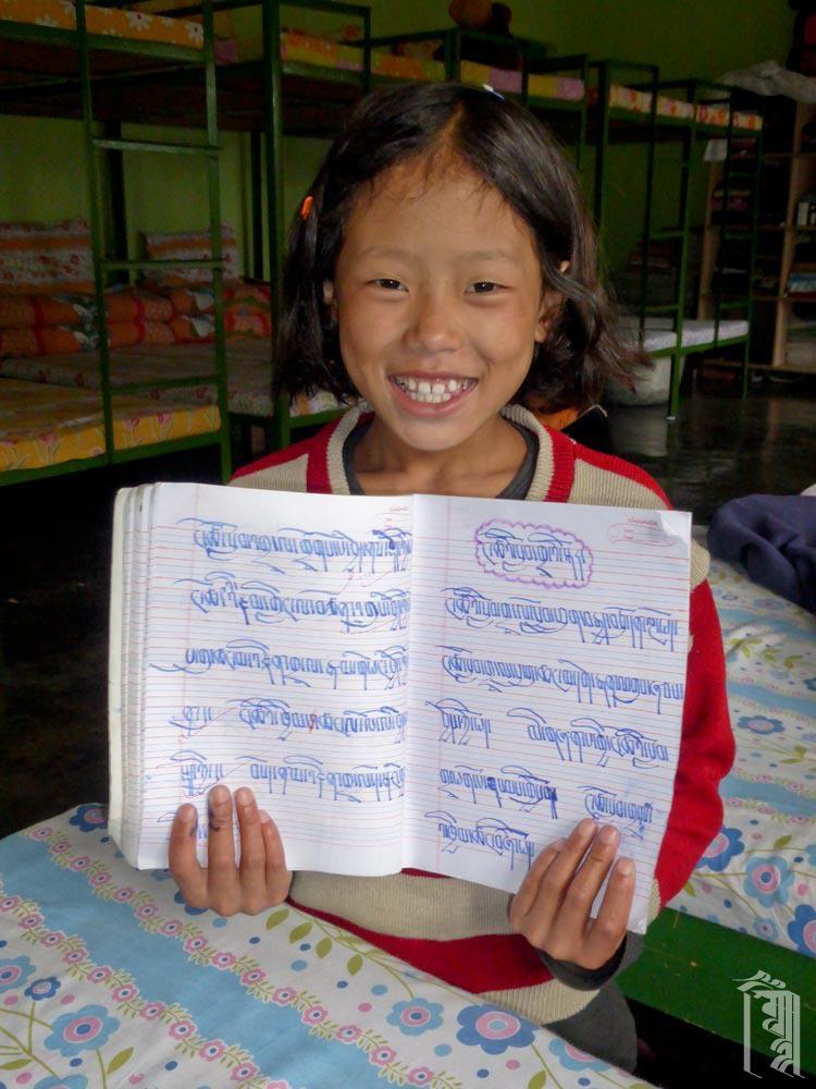 Alle Kinder lernen im Rahmen ihres Unterrichts das Lesen, Schreiben und Tibetische Sprache (Bhoti).