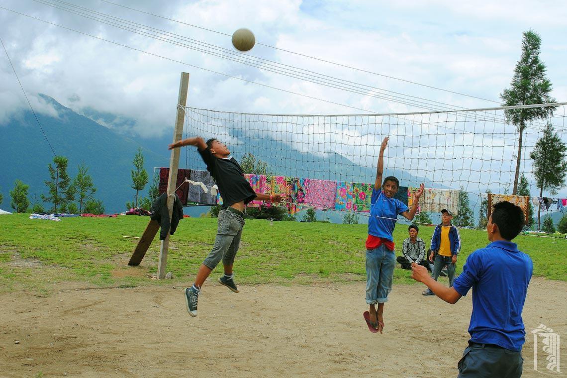 Der größte Teil der Community spielt gerne Volleyball, was zu einigen sehr unterhaltsamen Turnieren führt.