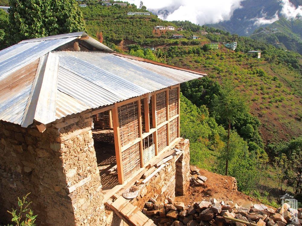 Ein Bambushaus mit Blick auf die Mon-Region von Arunachal Pradesh, Nordostindien.