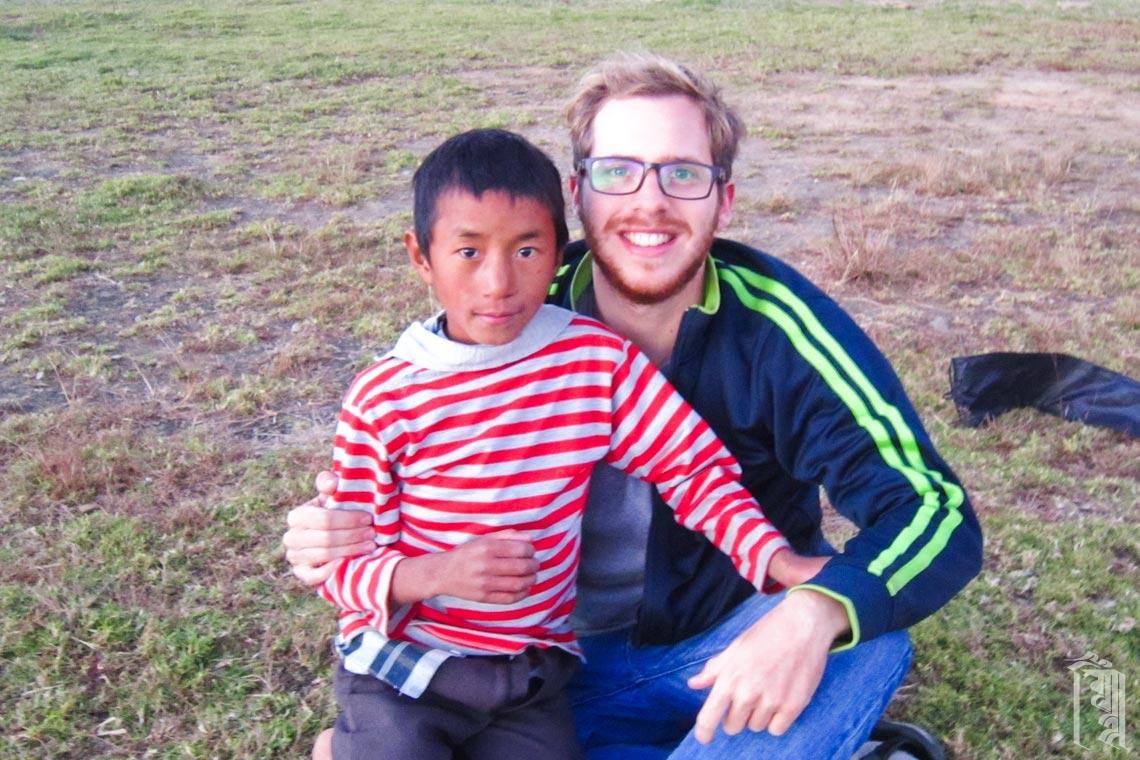 Der Freiwillige Gilad Ekerman fand Jhamtse Gatsal zufällig, als er bereits im nahen Tawang unterwegs war.