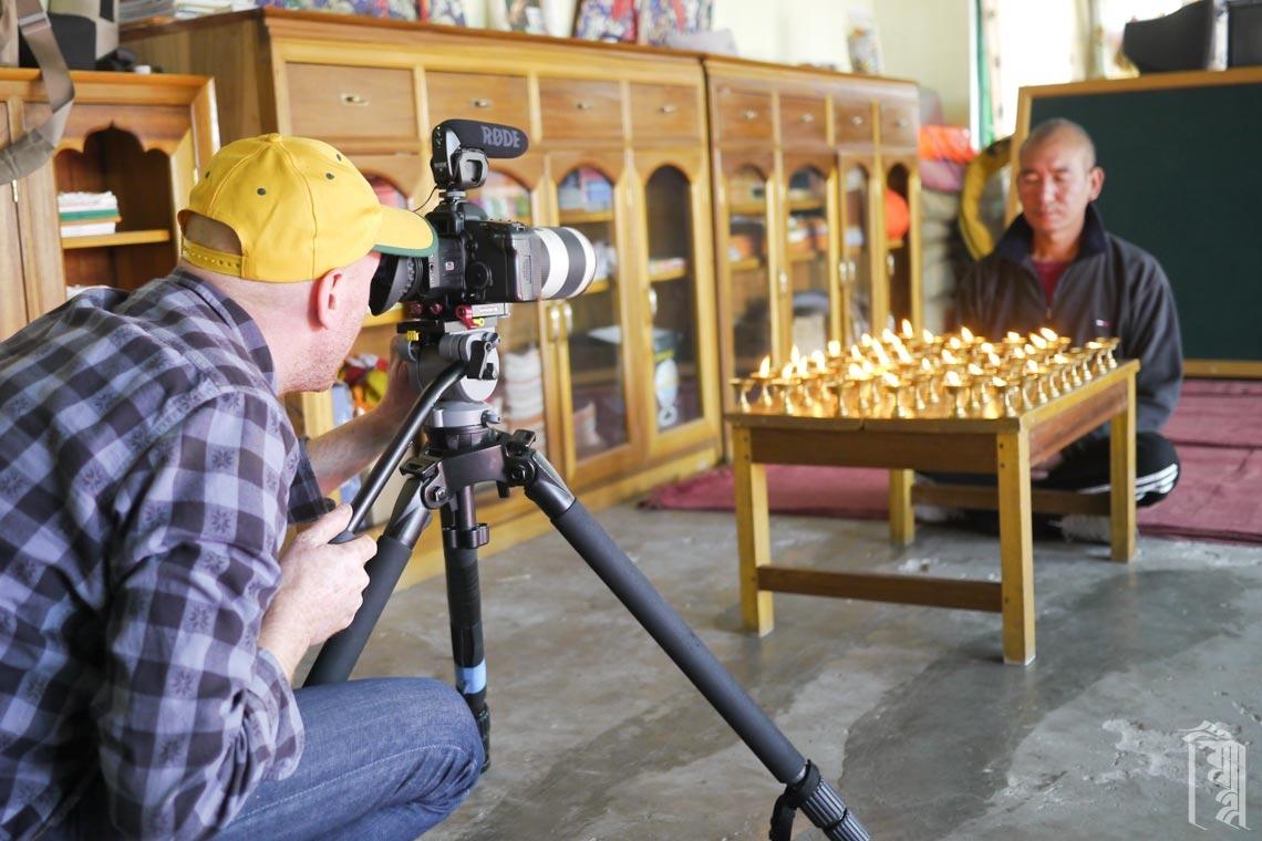 Der ehrenamtliche Filmemacher Andrew Hinton erfasst jeden Aspekt der JGCC-Community für einen Film, an dem er gerade arbeitet.